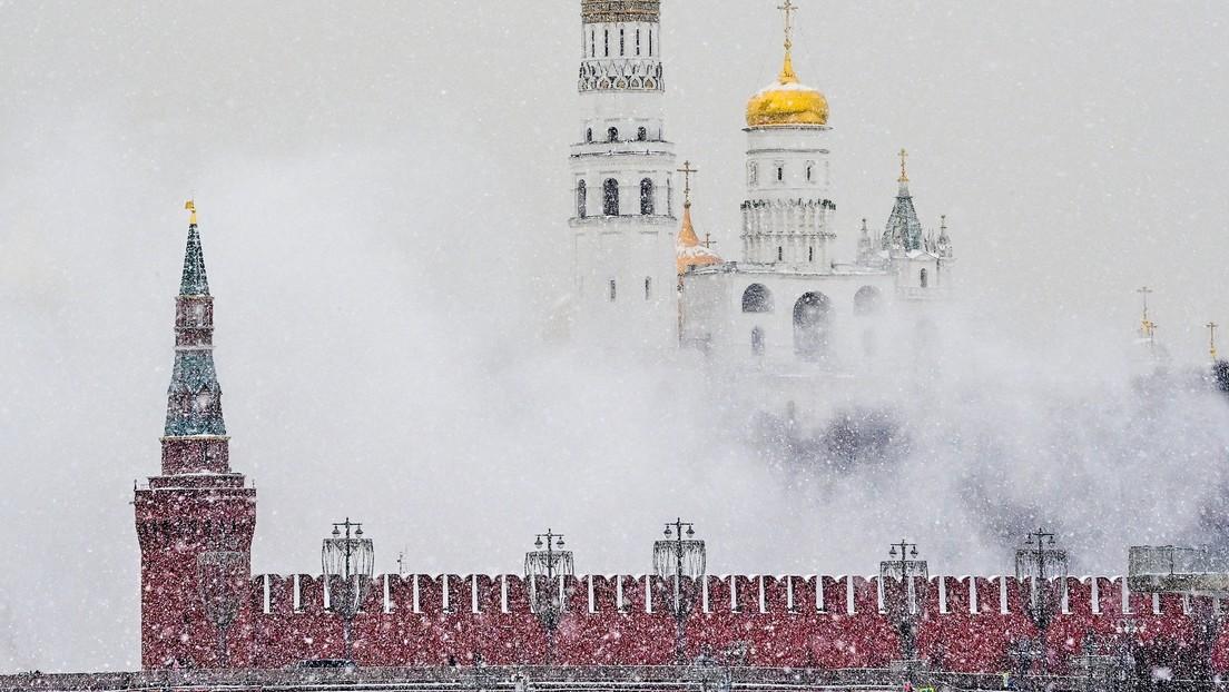 Moscú se sumerge bajo la nieve en medio de una tormenta invernal récord que durará todo el fin de semana