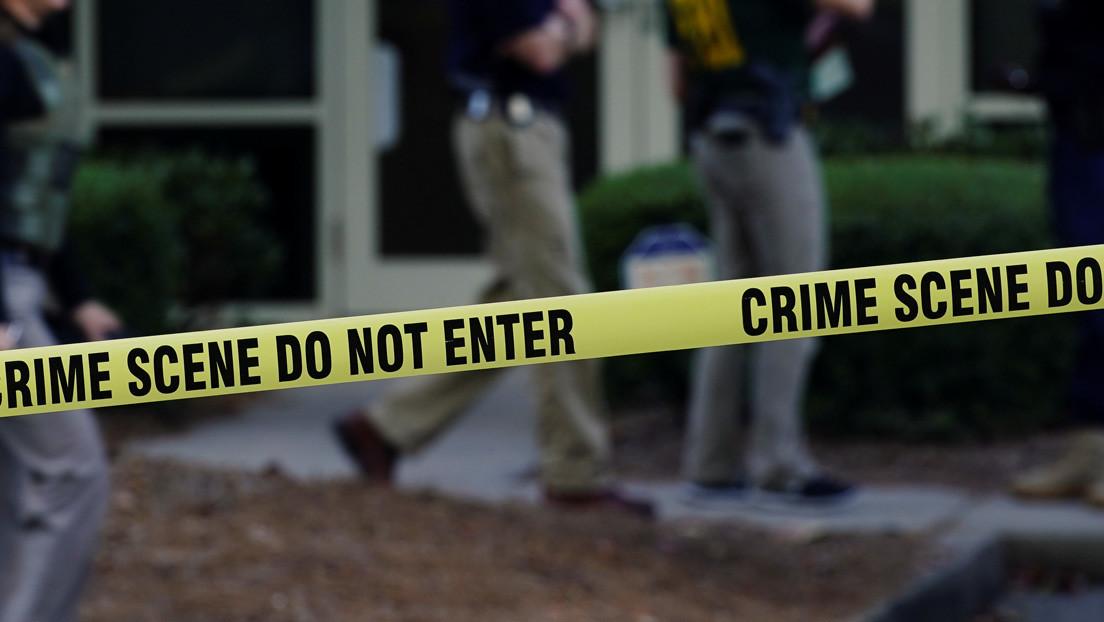 Un hombre mata a sus dos hijas a tiros mientras discute por teléfono con su esposa y luego se suicida