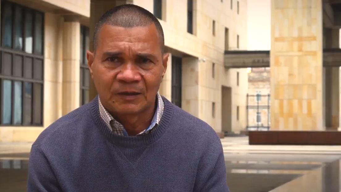 Liberan en Colombia a un campesino que estuvo 6 años en prisión porque lo confundieron con un jefe paramilitar