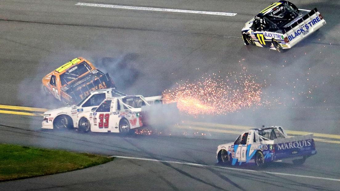 VIDEOS: La colisión de Hailie Deegan contra un muro y el accidente de 8 'pickups' marcan el inicio de la nueva temporada de la NASCAR