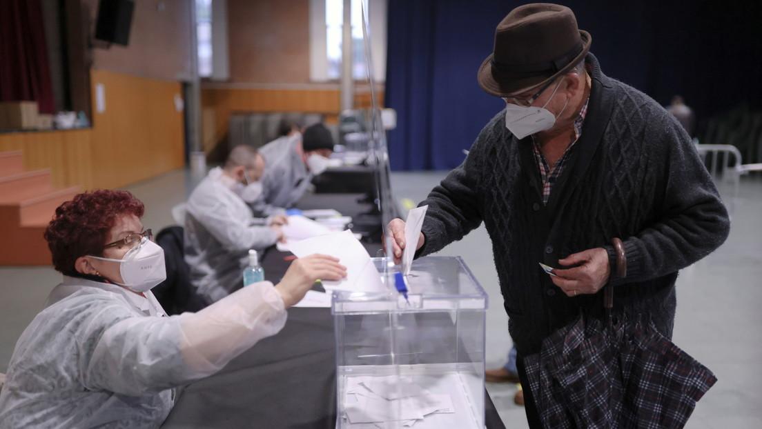 El PSC y los independentistas de ERC empatan en el primer puesto en las elecciones catalanas
