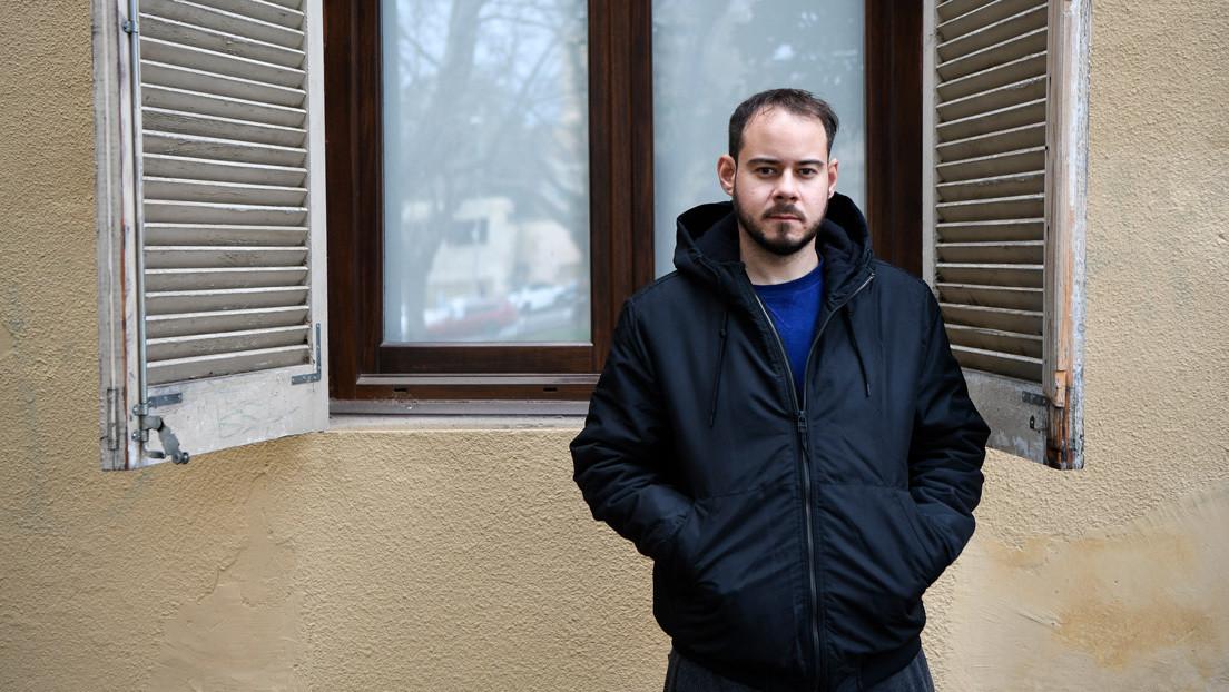 El rapero español Pablo Hasél se encierra con varios manifestantes en un edificio universitario para evitar su ingreso en prisión