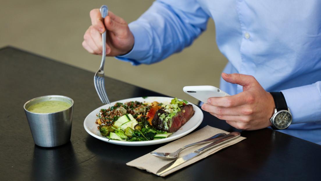 Francia relaja las leyes laborales para combatir el covid-19 y permite a los empleados almorzar en sus escritorios