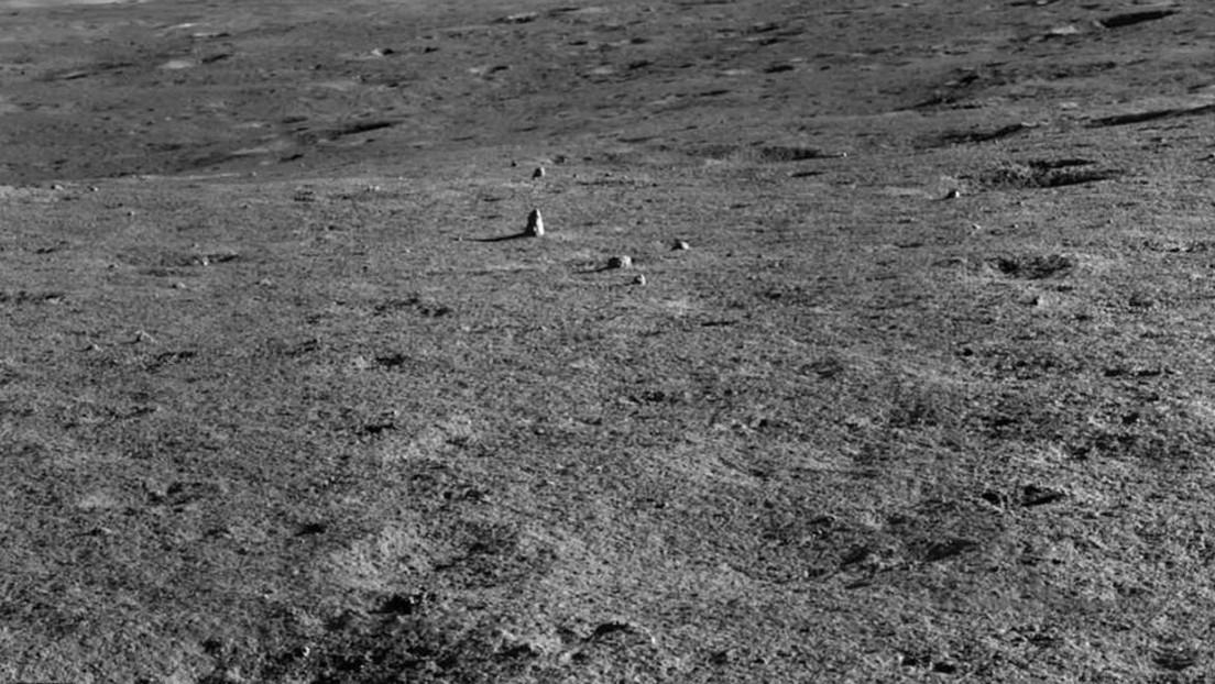 Un róver chino descubre una extraña roca en el lado oculto de la Luna