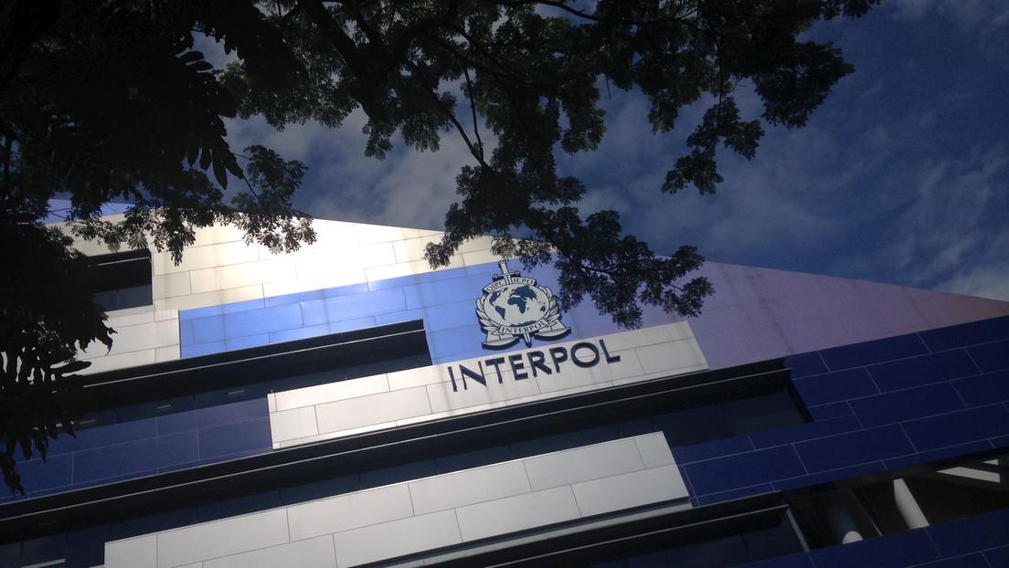 Detienen a un español que se hacía pasar por un agente de la Interpol para chantajear a mujeres con fotos íntimas