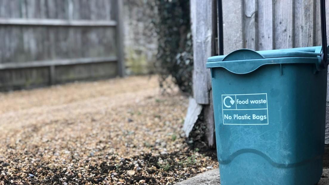 Una cadena canadiense llama con nombres árabes masculinos dos cubos de basura en su web y desata las críticas