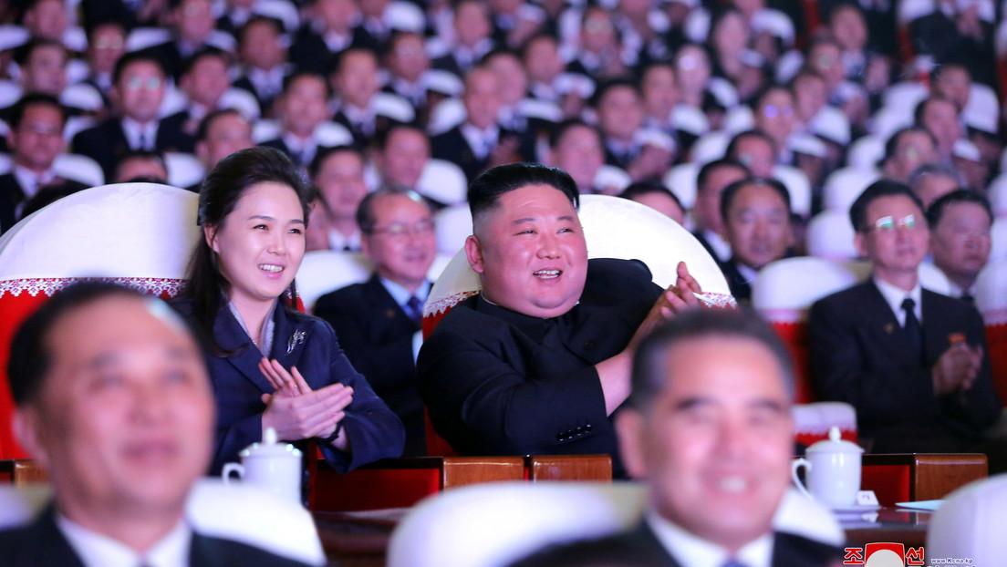 La esposa de Kim Jong-un reaparece en público más de un año después