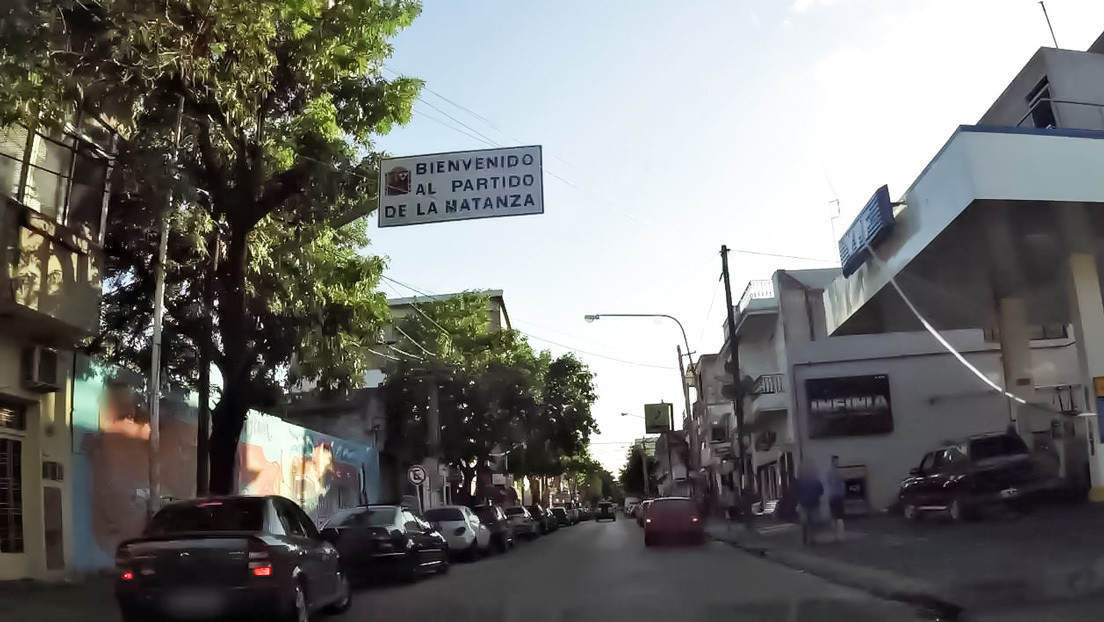 Vecinos de un barrio argentino desnudan y hacen desfilar por la calle a tres adolescentes que robaron a una mujer