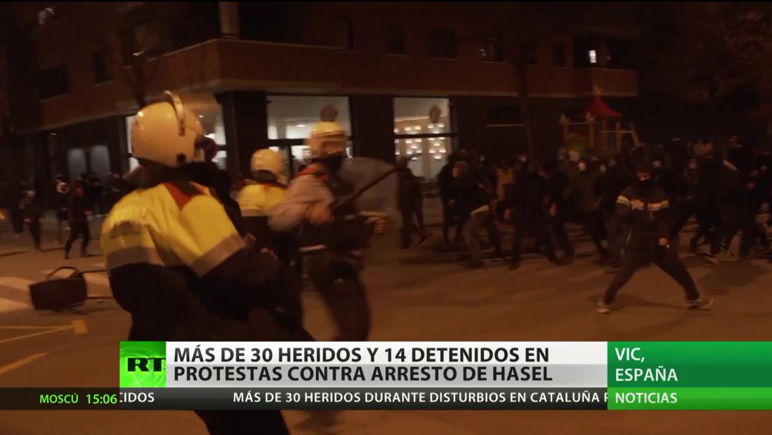 Más de 30 heridos y 14 detenidos en las protestas contra el arresto de Hasél