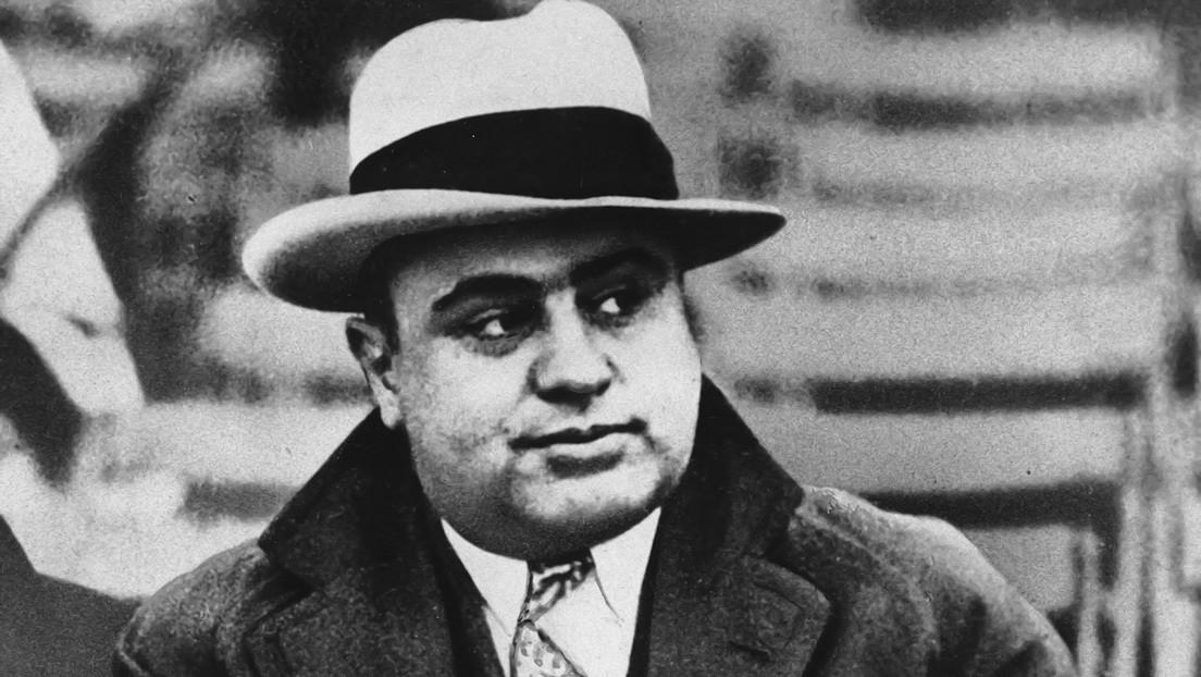 Descubren una fábrica de alcohol clandestina vinculada a Al Capone oculta en un bosque de EE.UU.