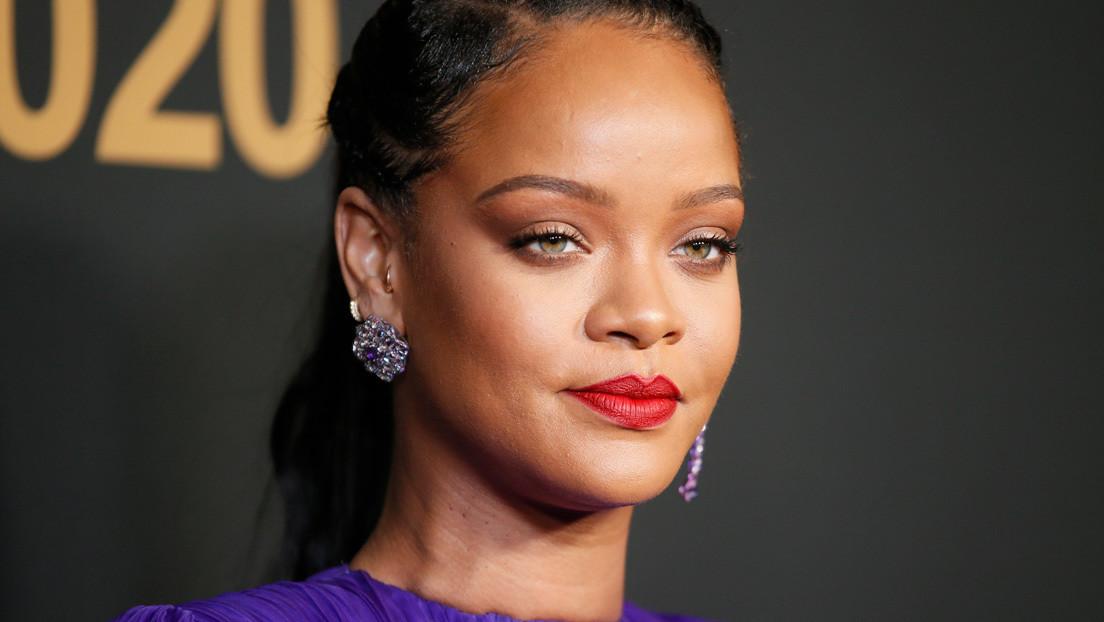 Rihanna publica una foto en topless con un símbolo hindú y 'ruge' la Red
