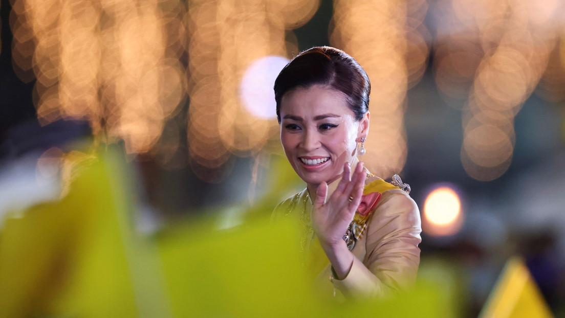 La reina de Tailandia reaparece en público tras una larga ausencia vinculada a un escándalo con fotos íntimas