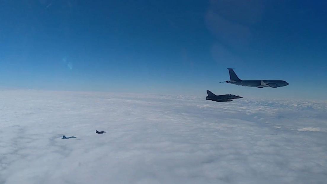 VIDEO: Así interceptaron y escoltaron dos Su-27 rusos a un grupo de aviones militares franceses sobre el mar Negro