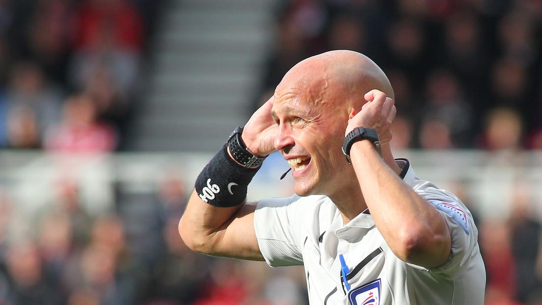 Un árbitro se encara con un futbolista y desata una polémica en la Red (VIDEO)