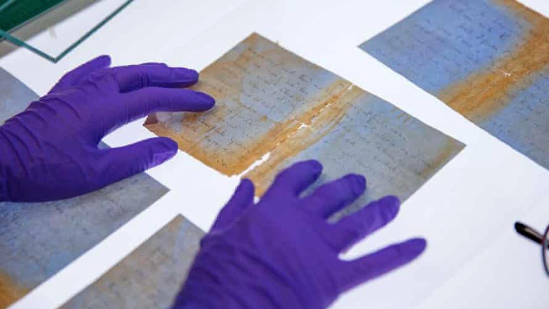 """""""Imagina que tengo mis labios apretados contra los tuyos"""": reconstruyen cartas halladas en un barco hundido hace 80 años"""