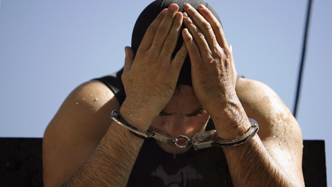 """""""Paz y tranquilidad"""": Un fugitivo se entrega a la Policía, harto de vivir en confinamiento con sus compañeros de piso"""