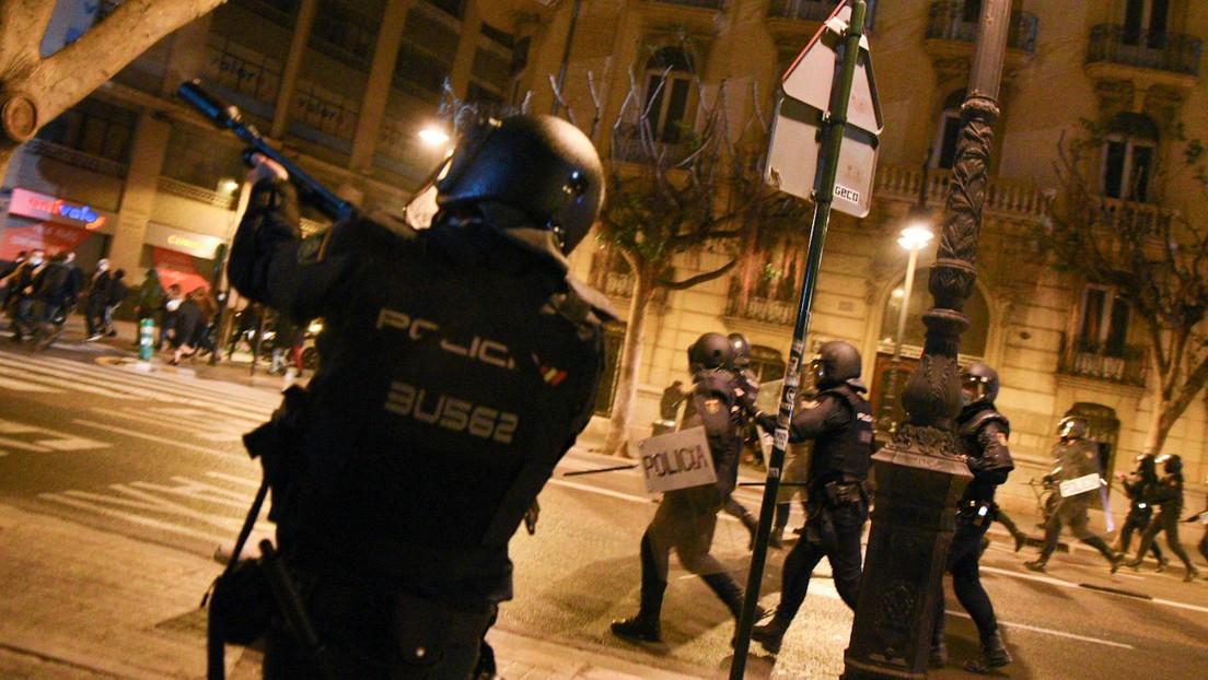 VIDEOS: Fuerte represión policial en Valencia contra los manifestantes que marcharon por la encarcelación del rapero español Pablo Hasél