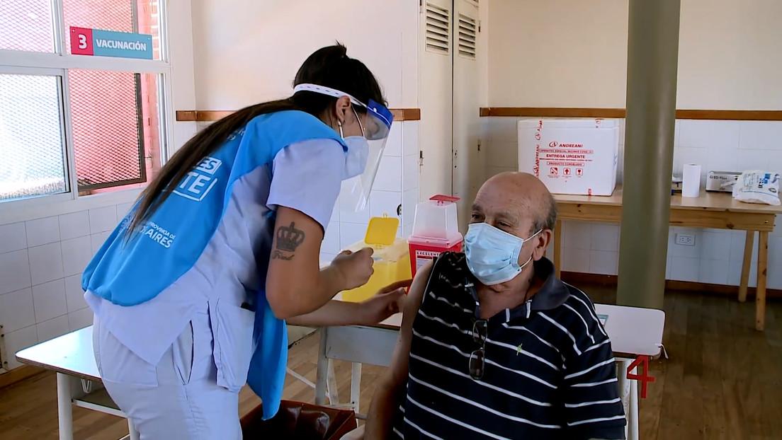 """""""Es un logro"""": Argentina comienza la vacunación con la Sputnik V en mayores de 70 años (VIDEO)"""