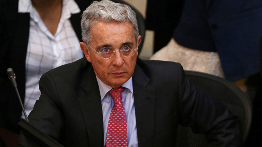 """Álvaro Uribe dice que el informe de la JEP sobre las ejecuciones extrajudiciales en Colombia tiene un """"sesgo"""" para """"desacreditar"""" a su gobierno"""