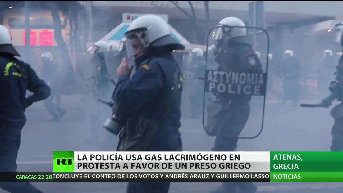 Grecia: La Policía usa gases lacrimógenos durante una protesta a favor de un preso de extrema izquierda