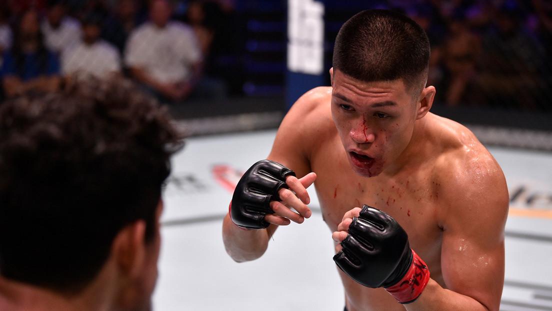 VIDEO: Luchador de MMA causa indignación tras propinar un 'golpe de martillo' a su oponente que estaba inconsciente