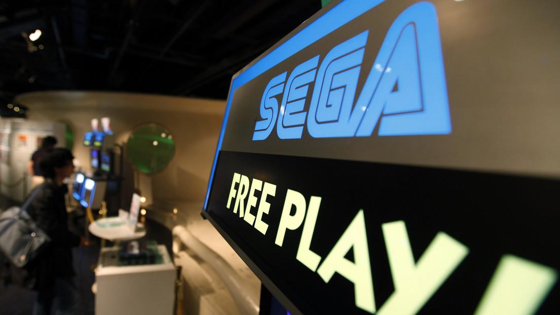 FOTOS: Encuentran una legendaria máquina de videojuegos de Sega abandonada en medio del campo