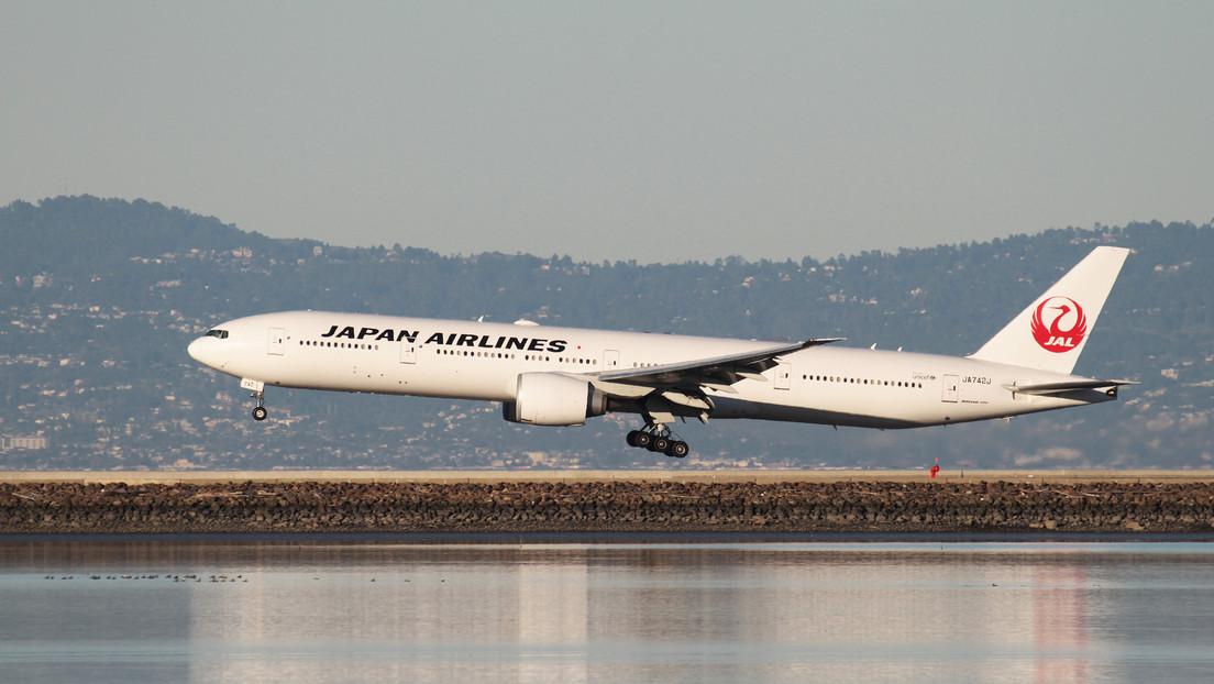 Japón prohíbe los vuelos de Boeing 777 tras incendiarse el motor de un avión en EE.UU.