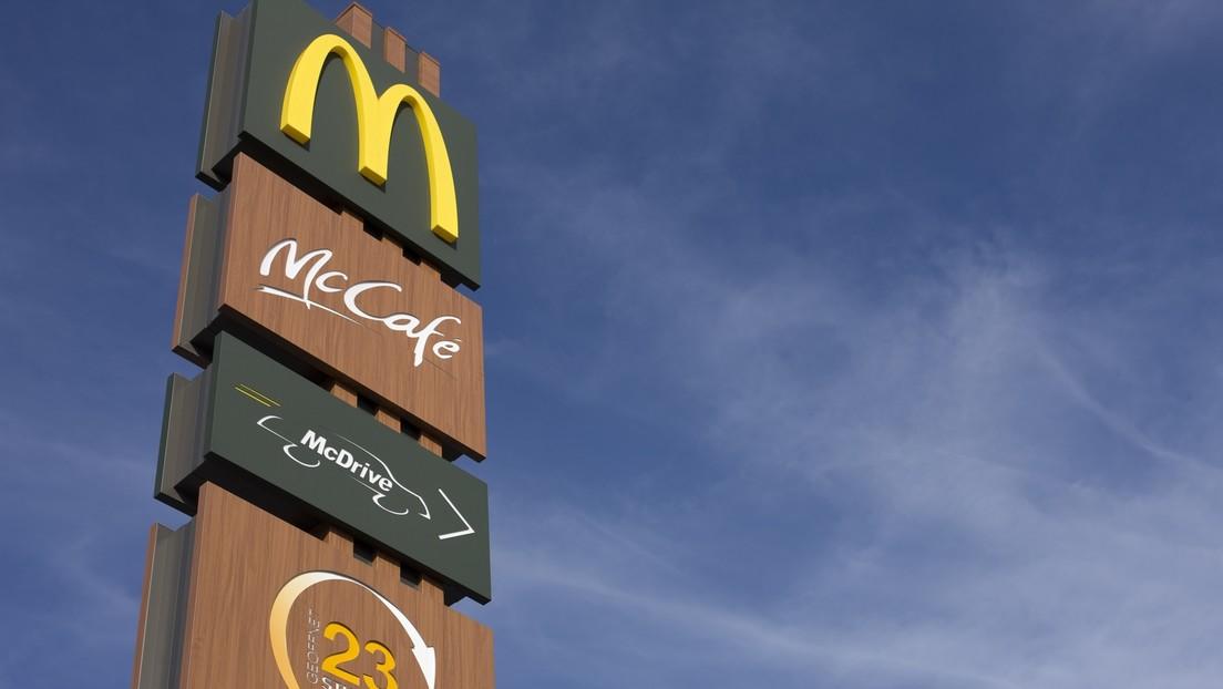 La breve visita al McDonald's de un jubilado británico con su nieto podría salirle por más de 2.800 dólares