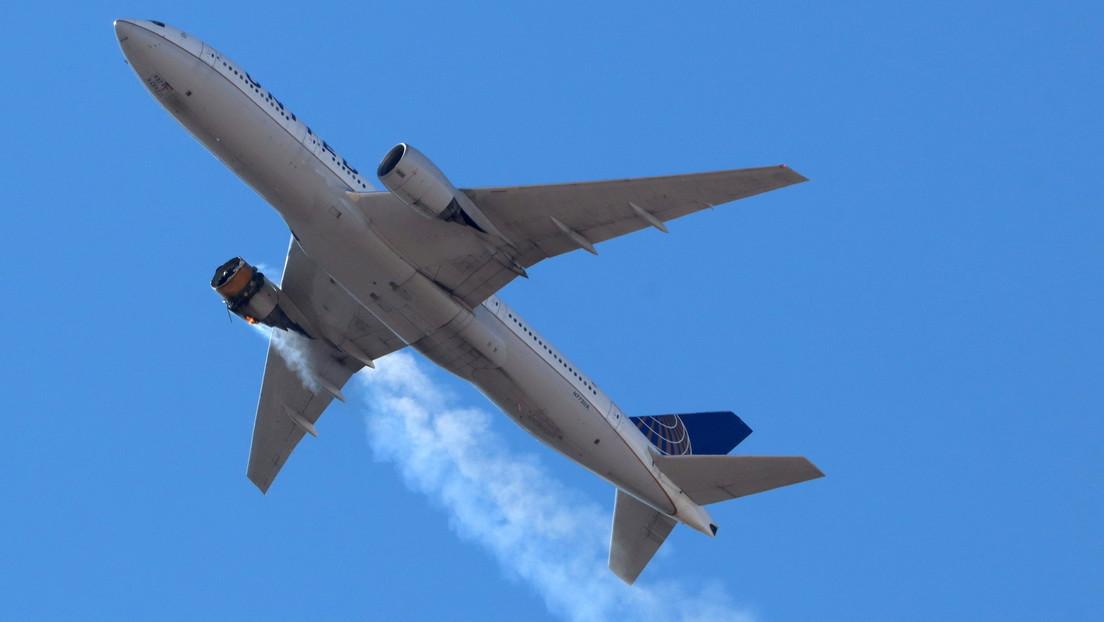 Un Boeing 777 regresa a Denver tras perder partes del motor que cayeron en un vecindario (VIDEO, FOTOS)