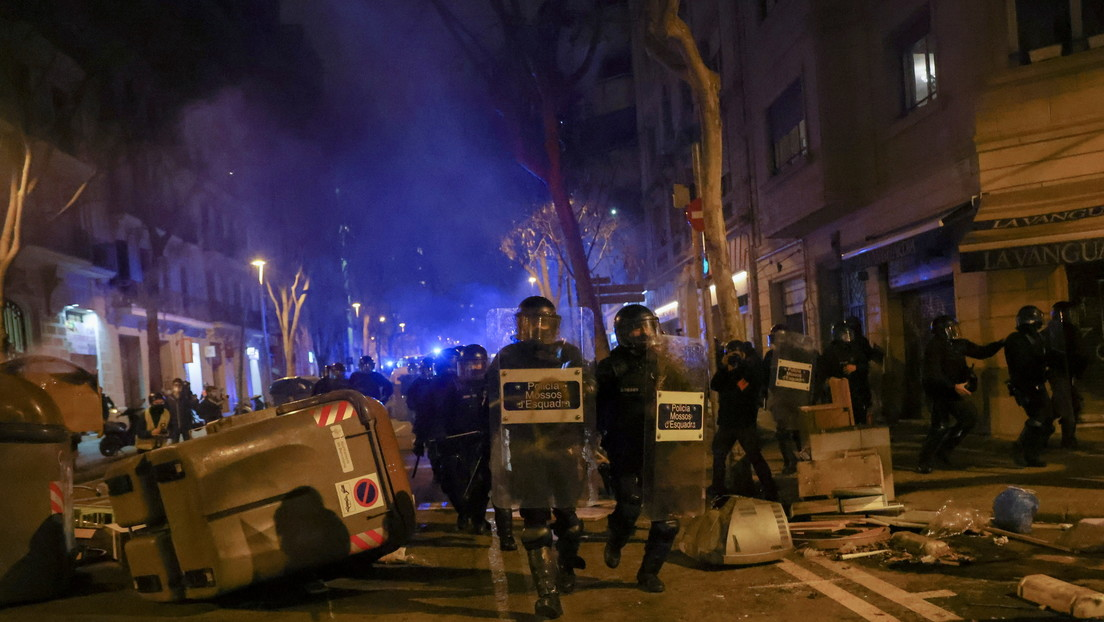 Por octavo día consecutivo, cientos protestan en Barcelona por el encarcelamiento del rapero Pablo Hasél