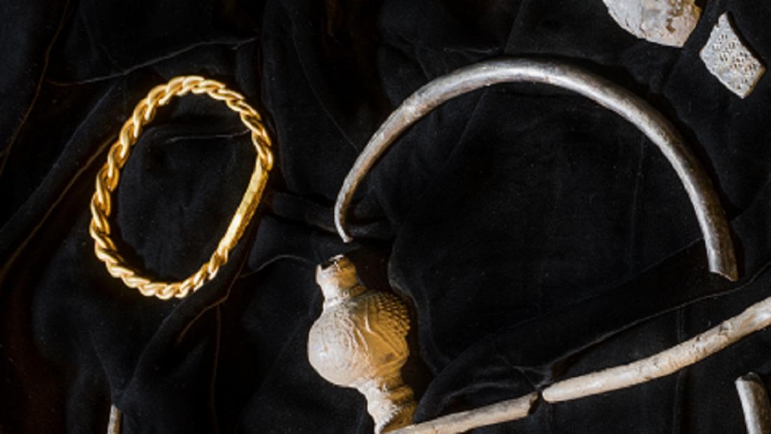 Descubren un extraordinario tesoro vikingo de más de 1.000 años en una isla británica
