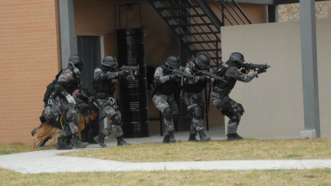 Cámaras de los efectivos de la Policía ecuatoriana graban el operativo de toma de control de una de las tres cárceles amotinadas (VIDEOS)