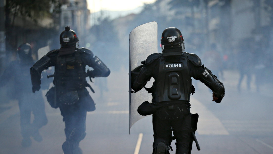 Un joven que manifestaba en Bogotá contra la brutalidad policial está en riesgo de perder un ojo tras represión del Esmad (VIDEO)