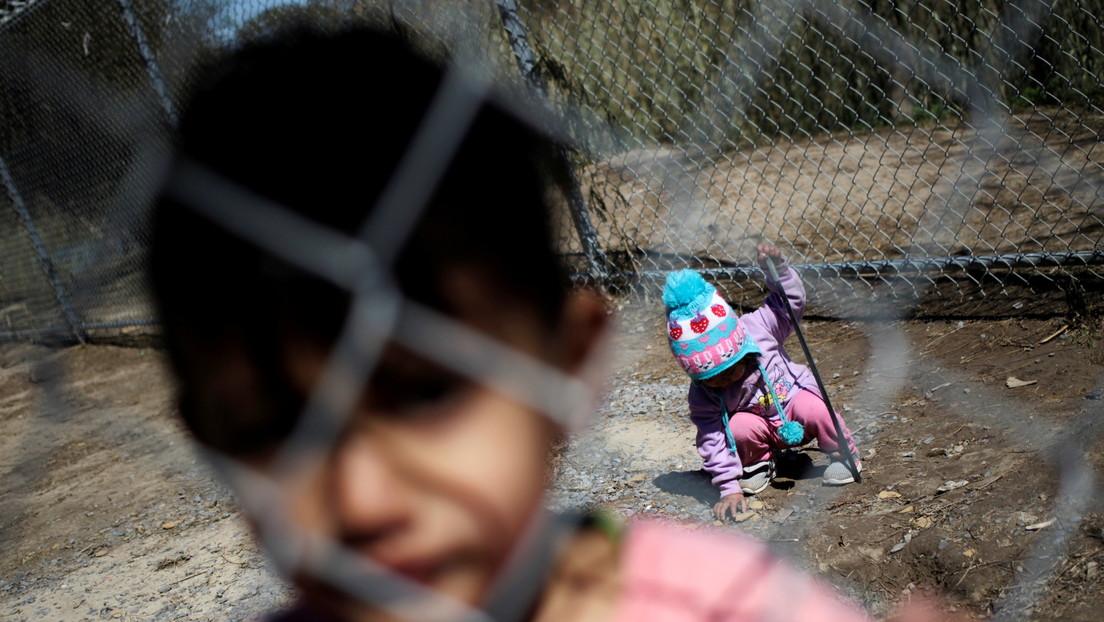 Más de 700 niños permanecían detenidos en la frontera entre México y EE.UU. en medio del aumento en los cruces de menores no acompañados