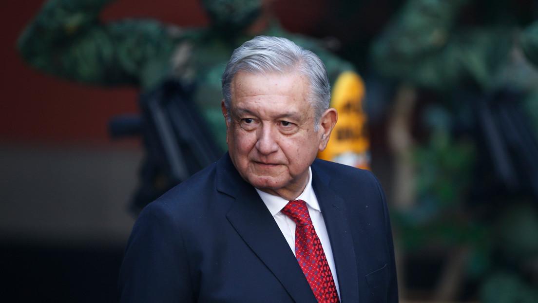 """López Obrador critica la """"simulación del feminismo"""" y reconoce que su esposa le tuvo que explicar por qué las mujeres le pedían """"romper el pacto"""""""