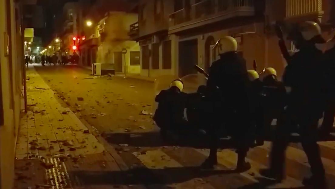Un juez llama a declarar como imputado a la víctima de la brutal agresión de dos policías fuera de servicio en España