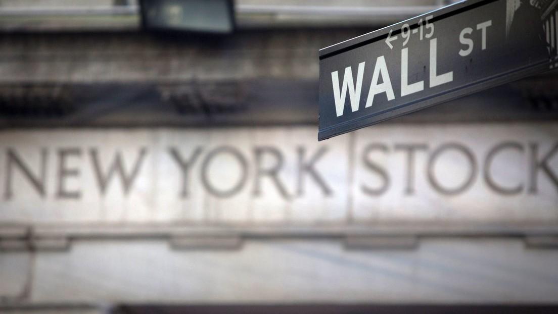 Wall Street cierra a la baja por la ola de ventas de acciones de tecnológicas tras el aumento de los rendimientos de los bonos