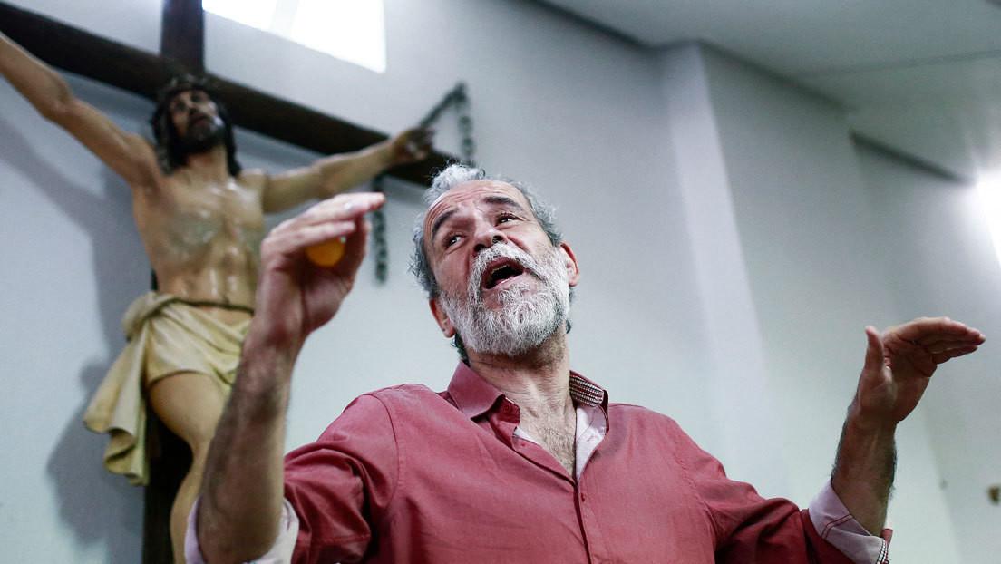 """La asociación cristiana que denunció al actor español Willy Toledo por 'cagarse en dios' lo demanda ahora por calificarla de """"ultraderechista"""""""