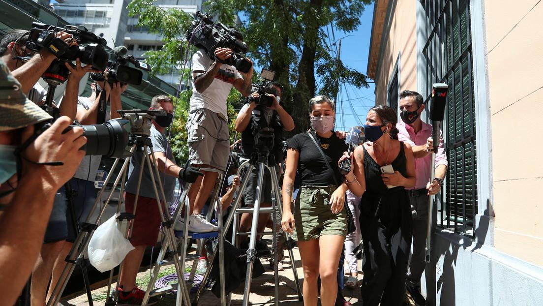 """Dos hijas de Maradona declaran ante la Justicia que su padre consumía """"alcohol y marihuana"""" antes de su operación"""