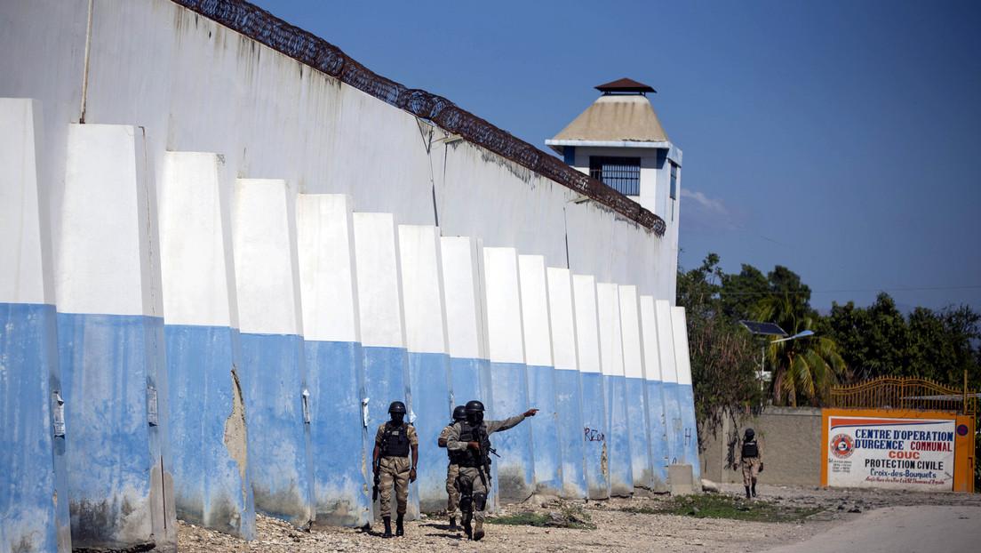 Más de 400 reclusos se fugan de una cárcel y graban a algunos de ellos paseando por las calles en Haití