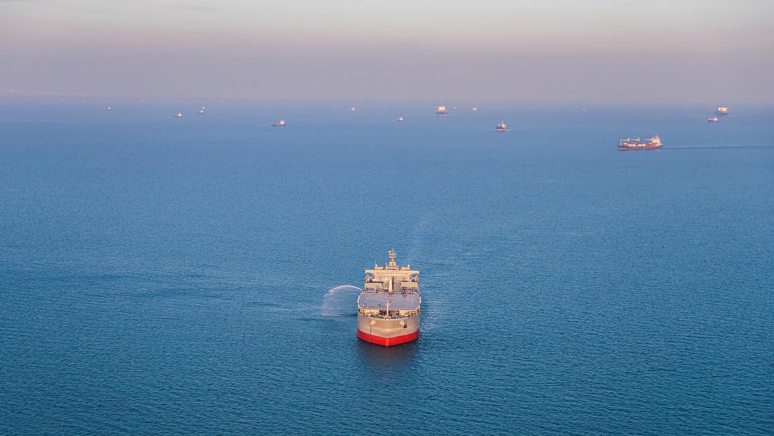 """Israel afirma que su """"evaluación inicial"""" es que Irán está detrás de la explosión de un barco de propiedad israelí en el golfo de Omán"""