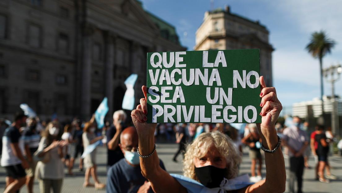 Protestas en Argentina por el escándalo alrededor del 'vacunatorio VIP'