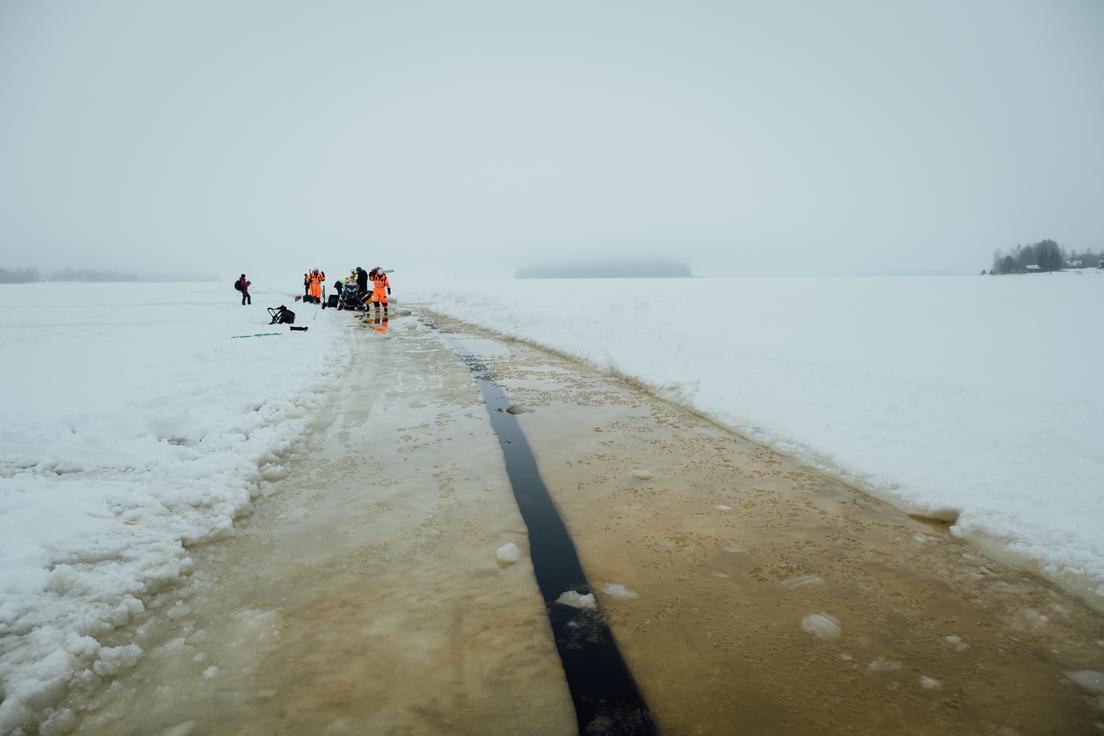 """Construyen el """"carrusel de hielo"""" más grande del mundo"""