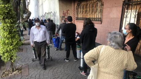Las filas para conseguir oxígeno: el símbolo del colapso sanitario en México
