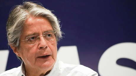 El candidato presidencial Guillermo Lasso acepta la propuesta de dialogar con Yaku Pérez frente al CNE en Quito