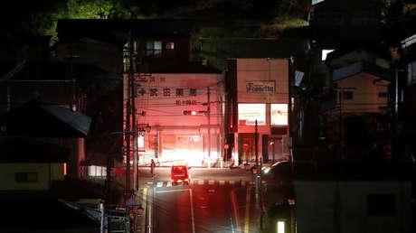 Al menos 950.000 hogares quedaron sin electricidad tras el fuerte sismo que sacudió Fukushima y Tokio