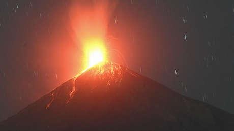 Guatemala refuerza las medidas de alerta ante la erupción y creciente actividad de dos volcanes (VIDEOS)