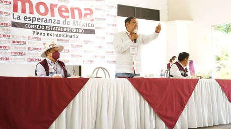 """""""No defienda a un violador"""": el reclamo de una víctima a López Obrador para impugnar la candidatura a gobernador de su presunto agresor"""