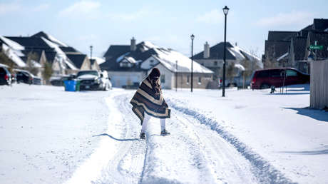 """""""Solo los fuertes sobrevivirán"""": renuncia un alcalde de Texas por sus comentarios sobre el temporal de nieve en EE.UU."""