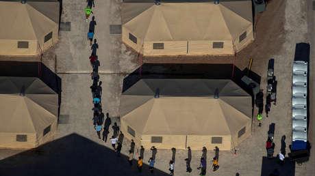 """""""No se trata de niños encerrados en jaulas"""": la Casa Blanca defiende que Biden reabra una instalación para niños migrantes en la frontera"""